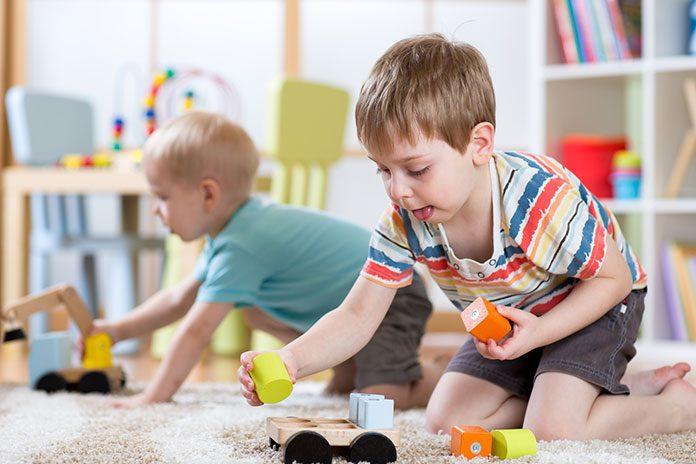 Jak stymulować rozwój przedszkolaków zabawkami?