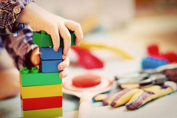 Wspieranie rozwoju dziecka poprzez zabawę