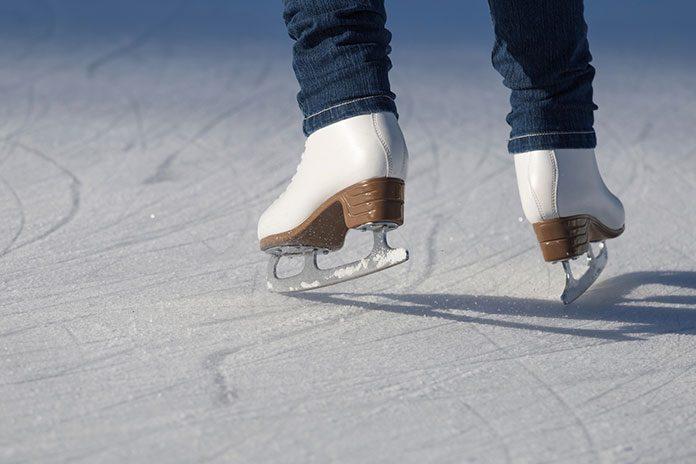 Jak przebiegają obozy łyżwiarskie organizowane przez Kogis